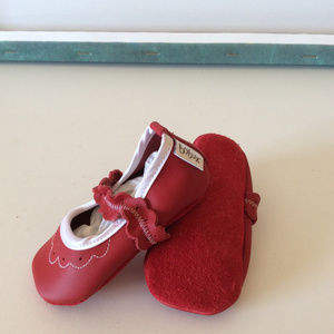 Bobux soft sole baby shoes small 3-9 months Red